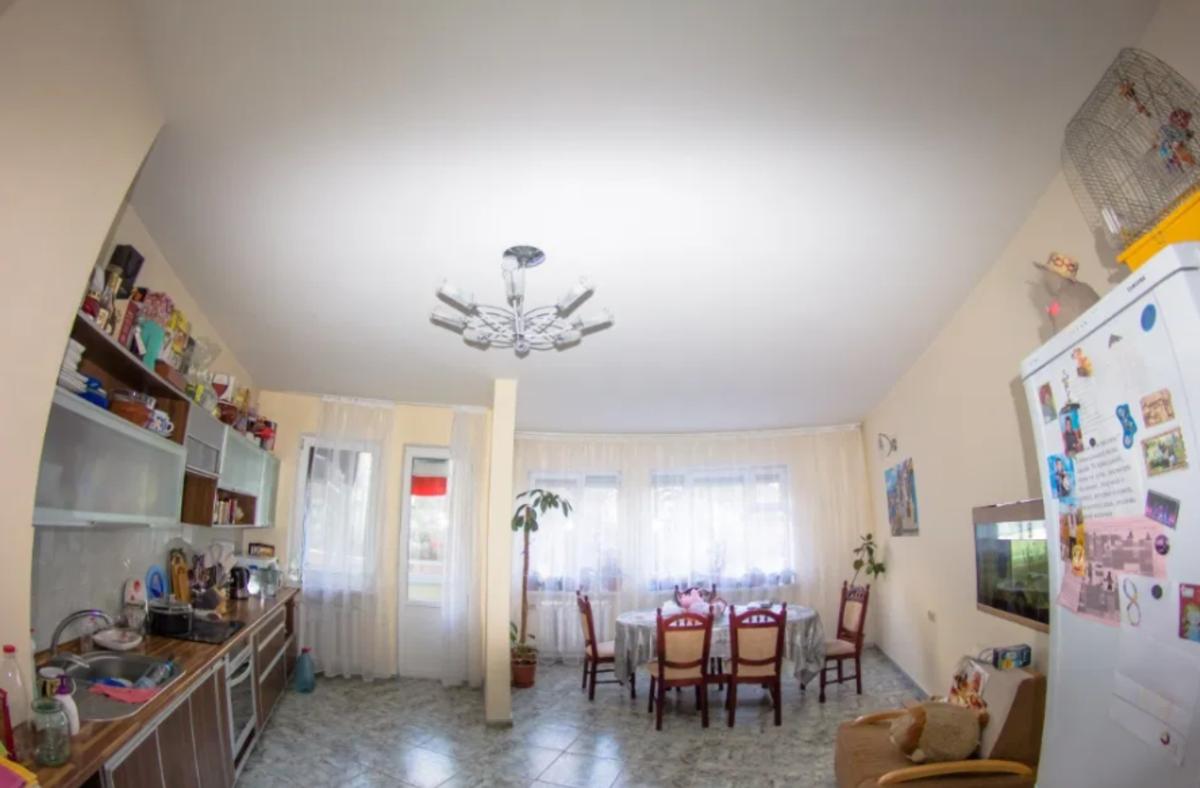 3 комнатная квартира в Светлом переулке/ Аркадия