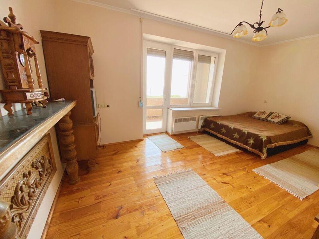 Винное шато. 2 этажный дом
