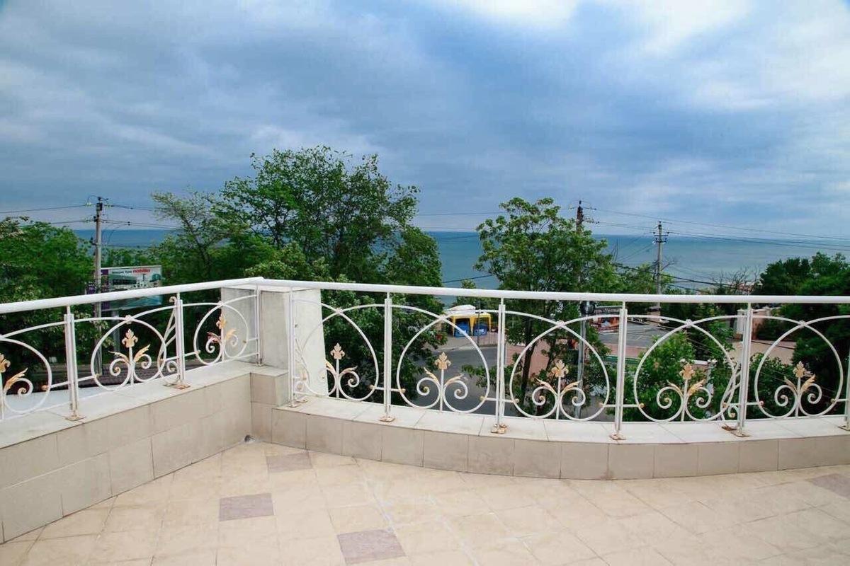 Дом с видом на море и бассейном на Фонтане. Улица Львовская.