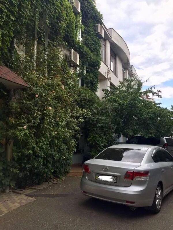Коттедж на улице Дача Ковалевского (Лазурный)