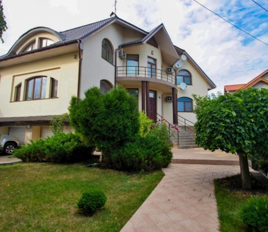 Дом с бассейном на Авдеева-Черноморского