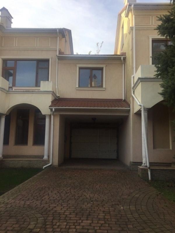 Дом на Авдеева-Черноморского на 8 сотках земли