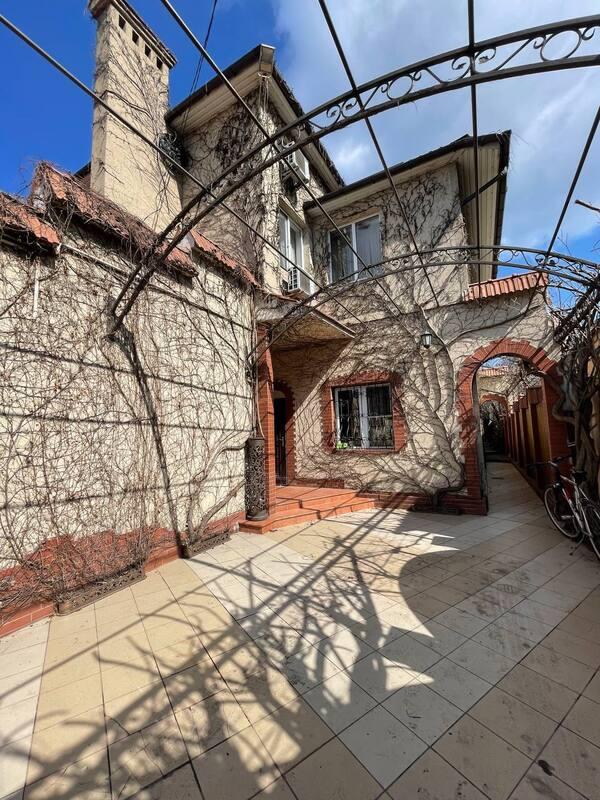 Шикарный дом с хорошим ремонтом на Левитана