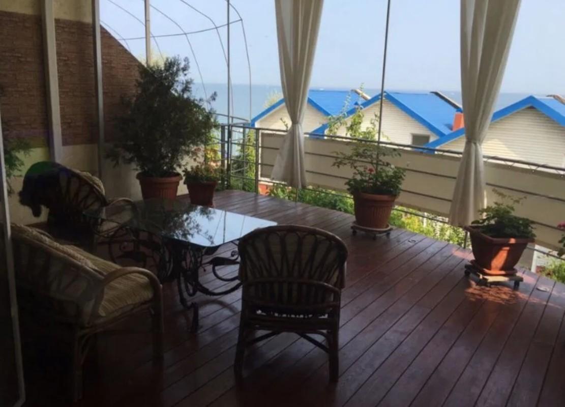 Дом во второй линии от моря с видом в Совиньоне