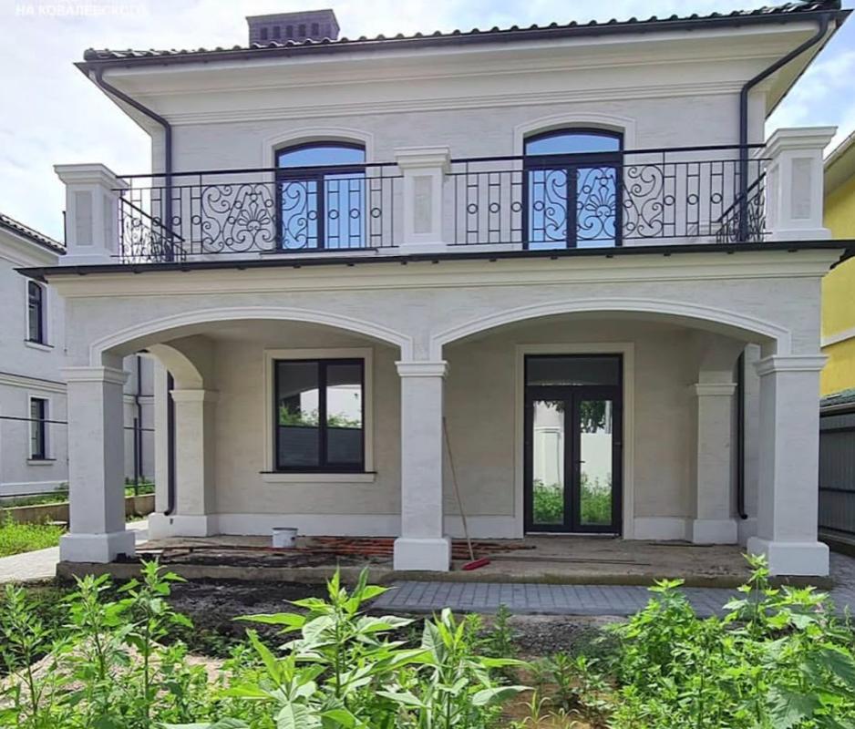 Новый дом с террасой в 5 мин от моря.
