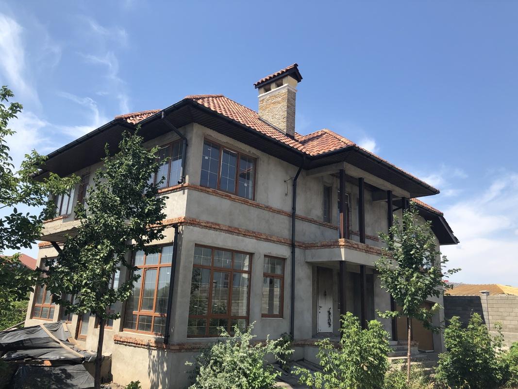 Трехэтажный дом в Совиньоне-3 на Бризовой