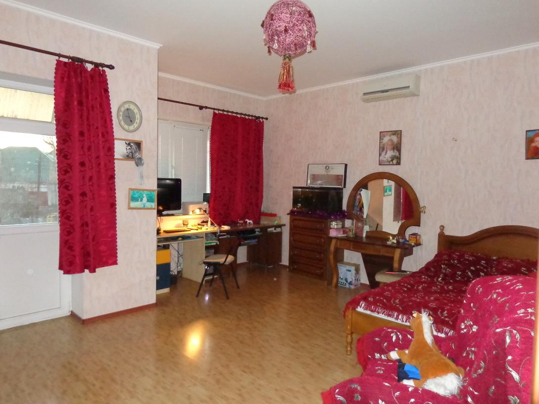 Двухэтажный дом в районе Дачи Ковалевского на 7 сотках
