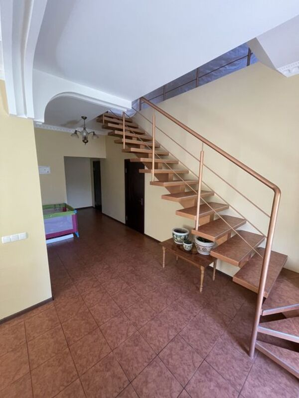 3 этажный дом на улице Петрашевского
