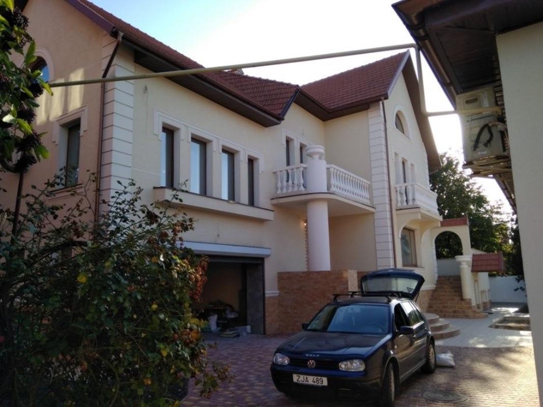 Двухэтажный дом на Таирова/ переулок Шишкина 2