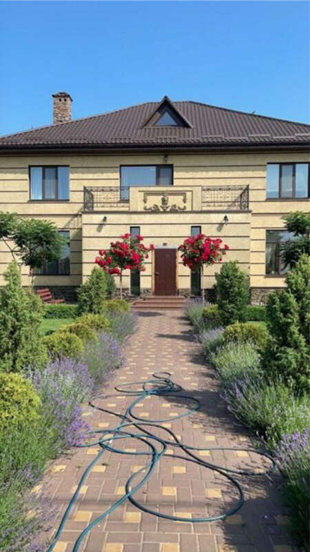 Дом в с. Лиманка, 300 м2 с профессиональным озеленением территории