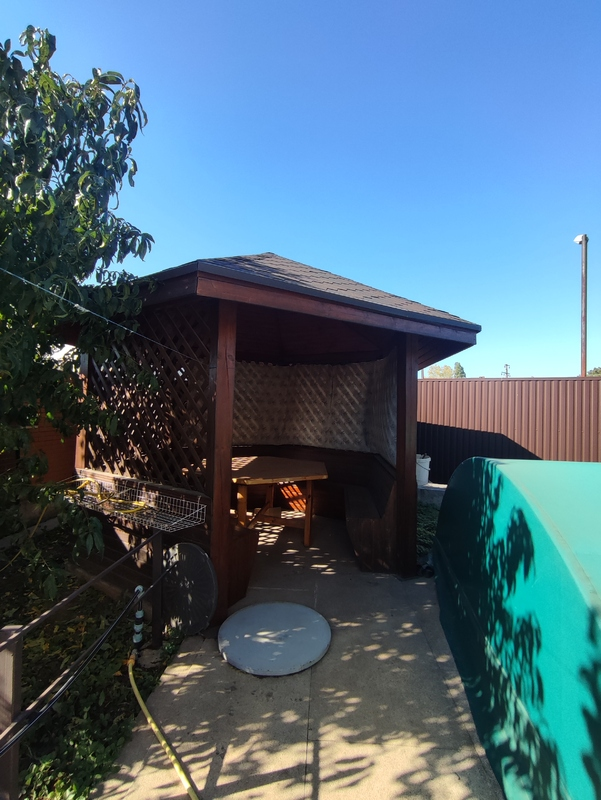 Дом из красного кирпича в Совиньоне