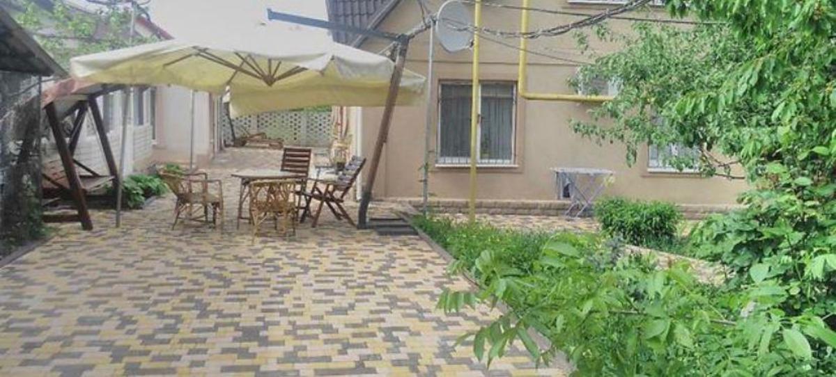 Уютный дом с большой территорией на Гумилева