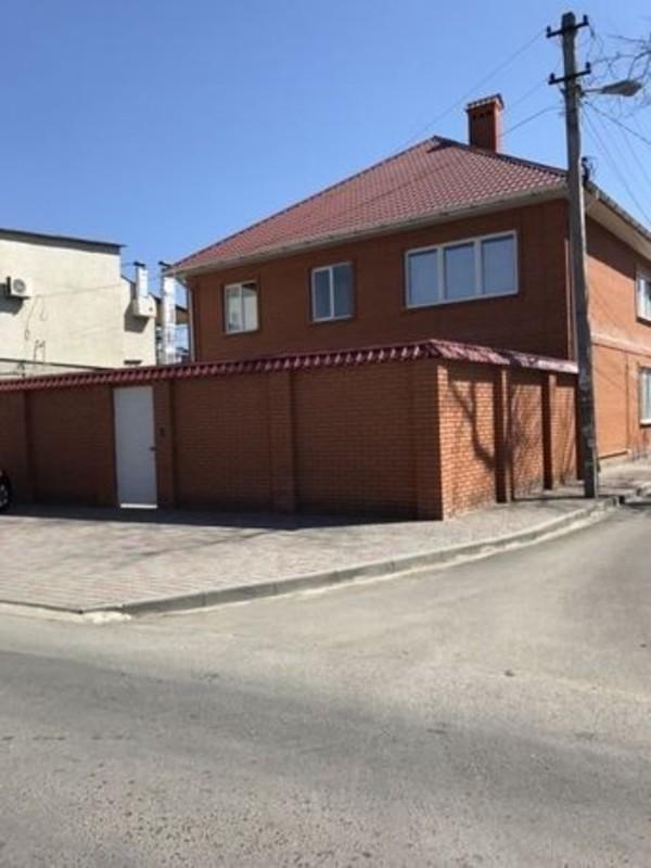 Двухэтажный дом на Левадной