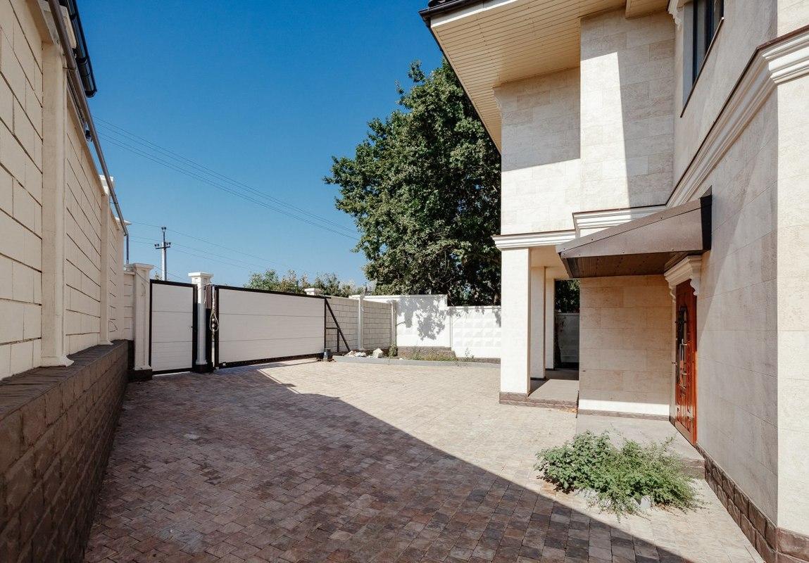 Новый двухэтажный дом в Совиньоне