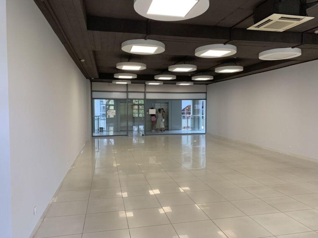 Коммерческое помещение под магазин, офис в ТЦ Афина