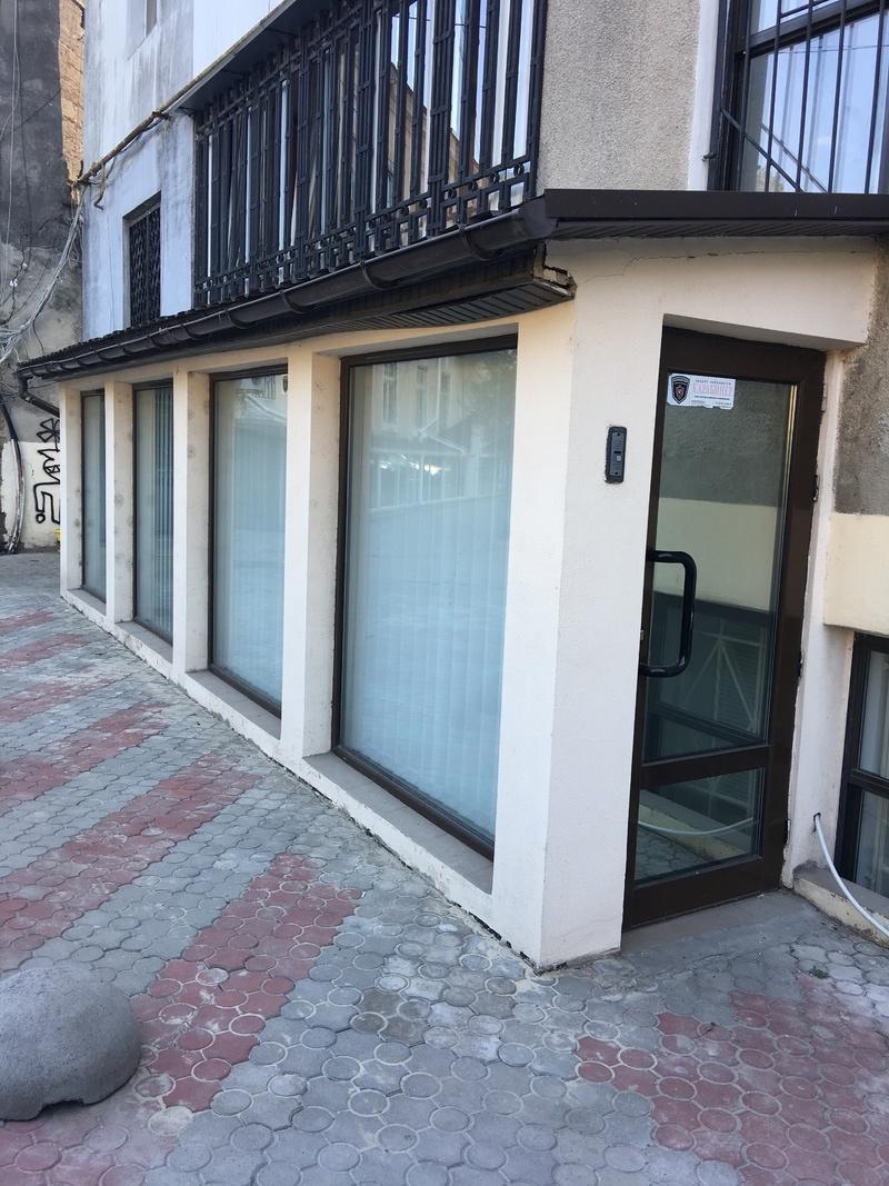 Фасадное помещение в центре на ул.Базарной