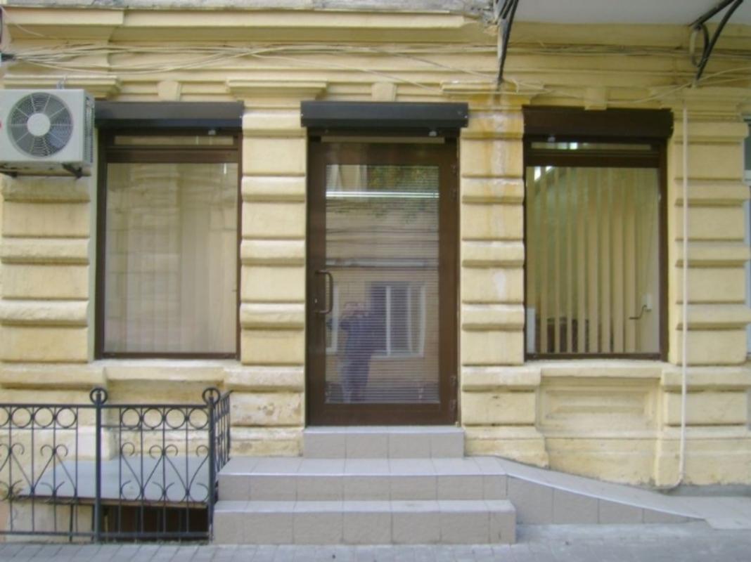 Фасадное помещение под офис на Дерибасовской